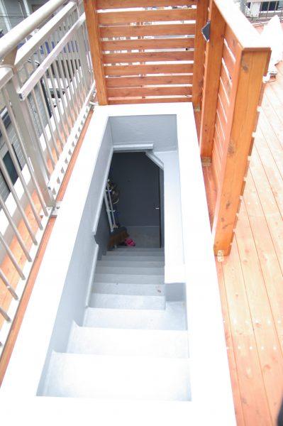 ウッドデッキへの階段