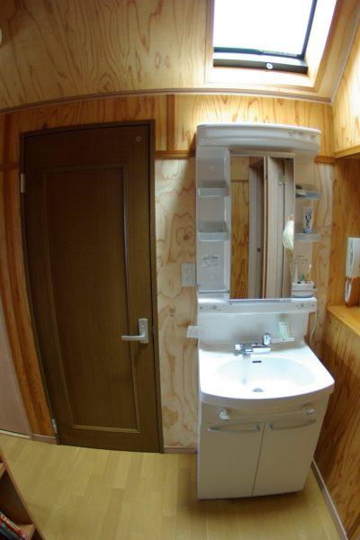 3階トイレの前の洗面台