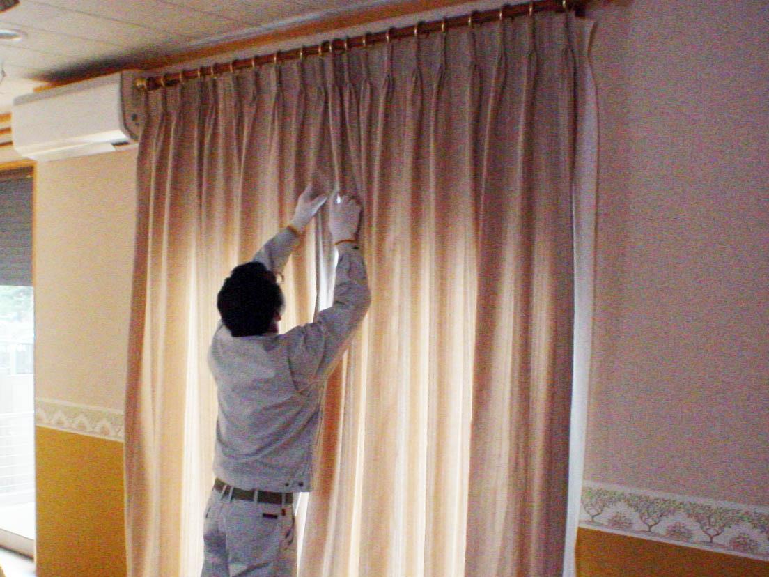窓にぴったりサイズのカーテンをオーダーした事例