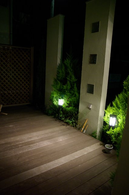 天然木「イペ」木の香りがよいデッキ!目隠しフェンス効果がポイント