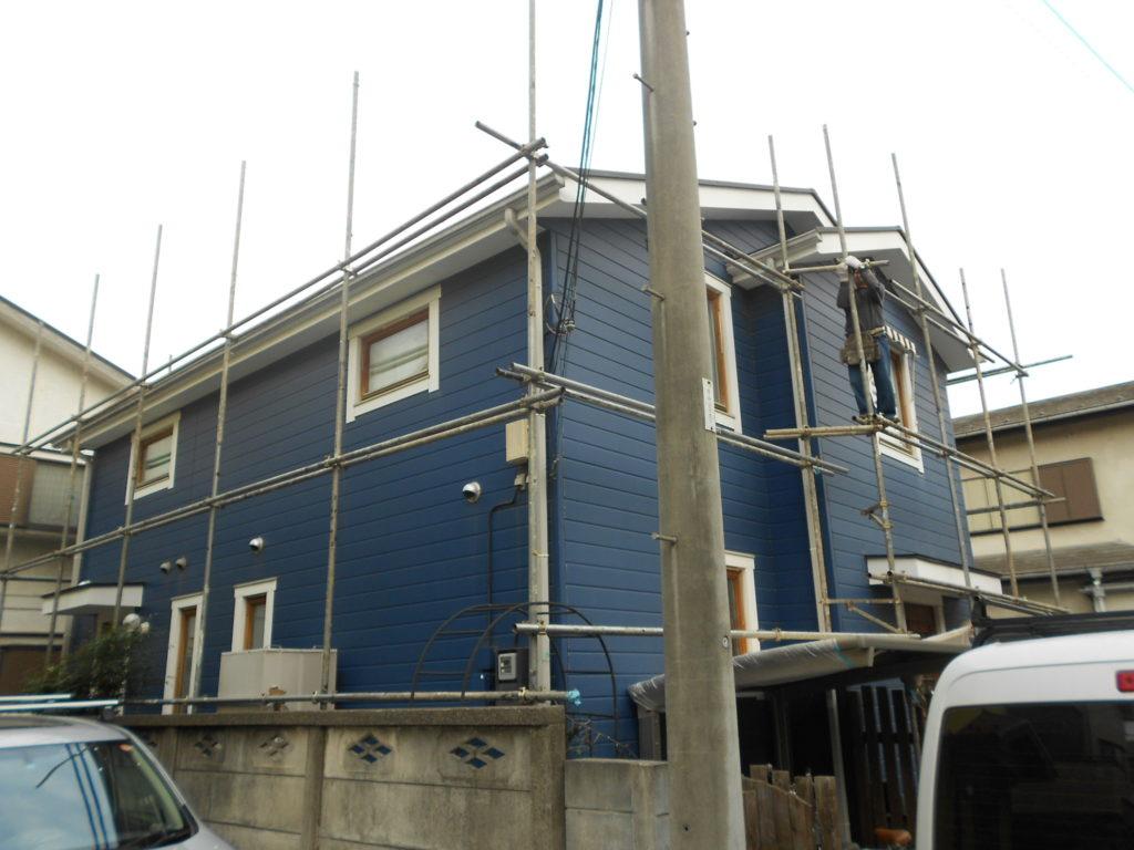 北欧デザインが素敵なお宅 「ナス紺」の塗料を特注して外壁リフォーム