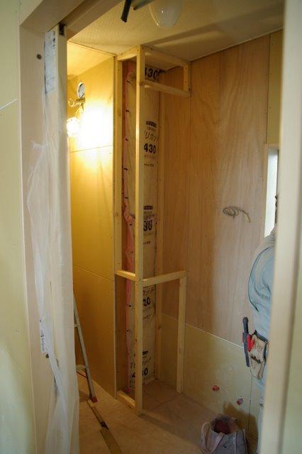収納棚を造り付けにして便利!洗面所・脱衣室をバリアフリーリフォームした事例
