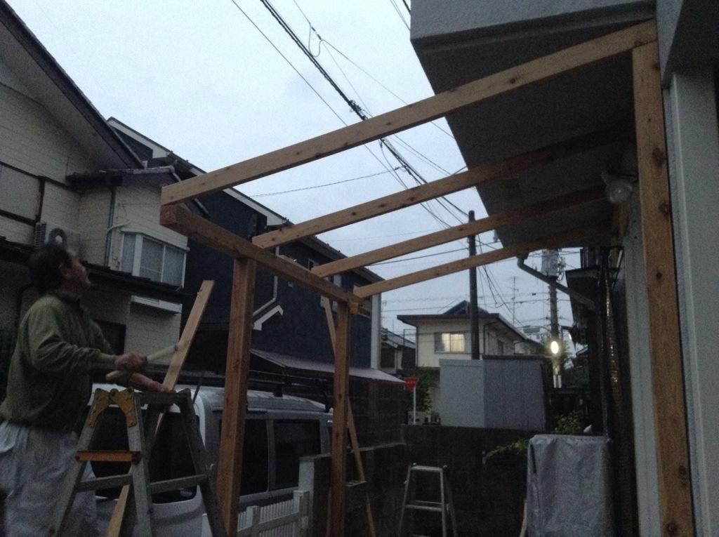 風雨に強く、腐食や蟻害にも強い木材で自転車置き場を作った事例