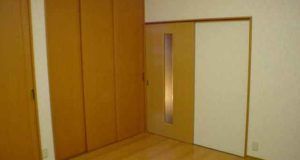 一戸建て住宅の洋室を一新。 天井までのクローゼット収納がポイント!