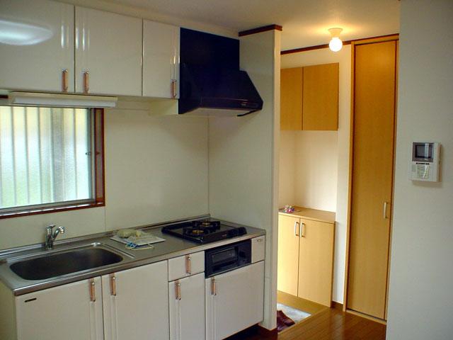 古いアパートのリフォーム 洗濯機置場・キッチンまわりの動線もスッキリ