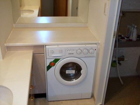 マンション作り付けの洗濯機が故障!国産洗濯機が置けるスペースにリフォーム