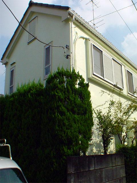 セラミックシリコン塗装を施し10年間は塗替えの必要がない家に
