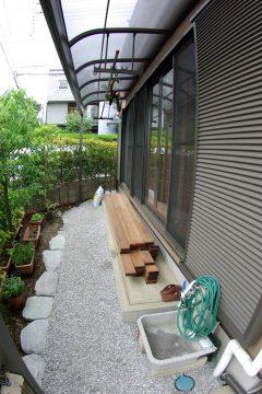 庭でゆっくりと座ることのできるウッドデッキを!