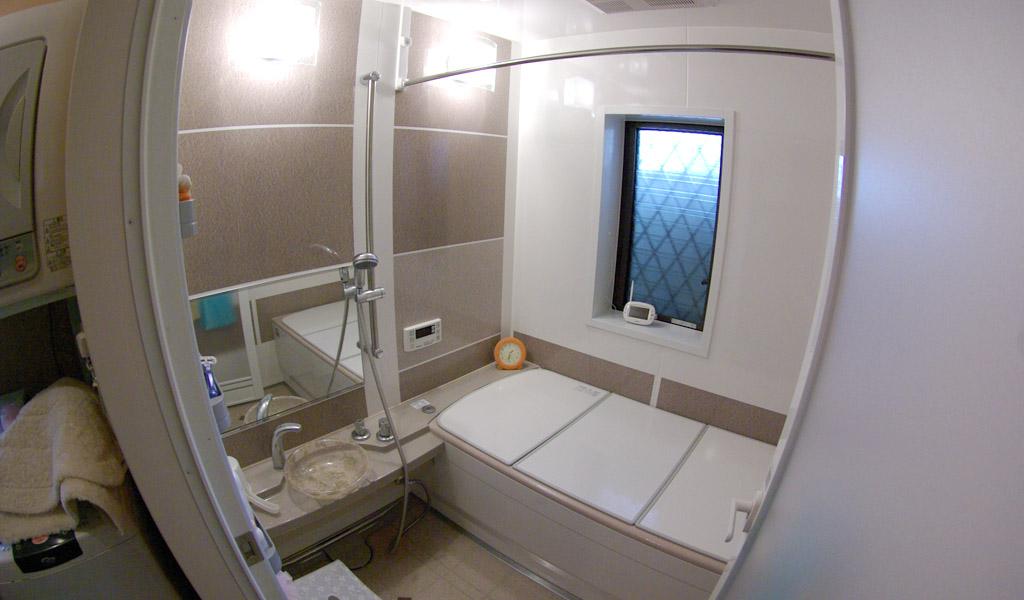 タイル壁の浴室をシステムバスにリフォーム