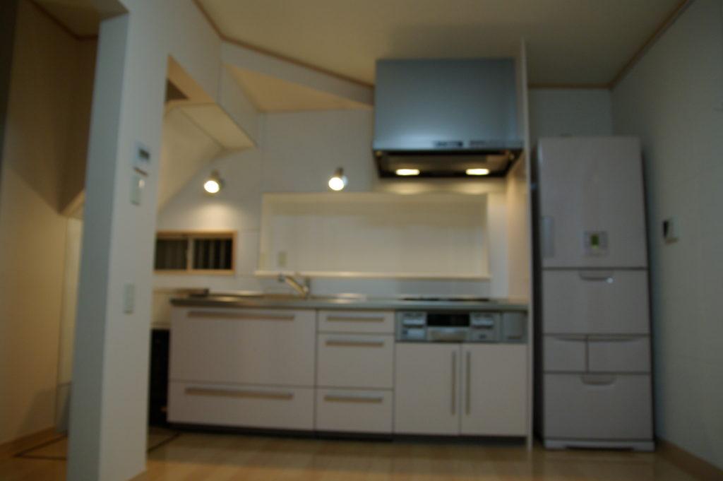 窓があるのになぜ暗い?キッチンの悩みを払拭し明るく開放的に!