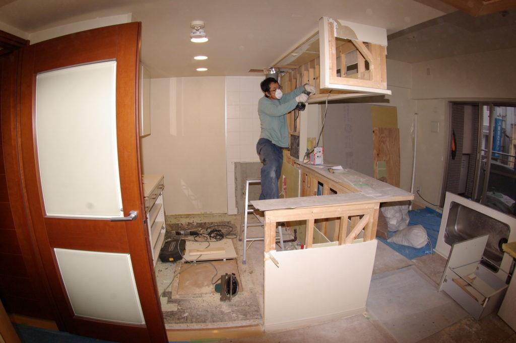 TOTOシステムキッチンを使いやすい高さ90CMに 吊り戸棚の高さも変更