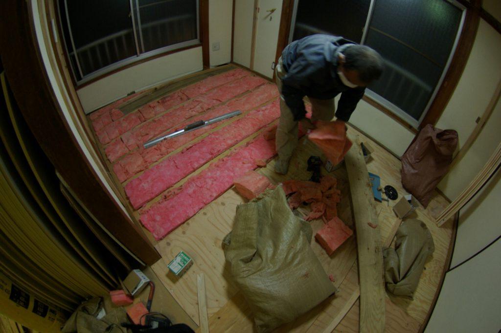 合板の床を無垢フローリングにリフォーム。これを機に断熱もしました!
