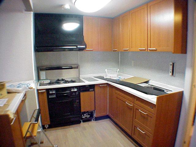 TOTO天然木キッチンが映えるセミオープンキッチンへ