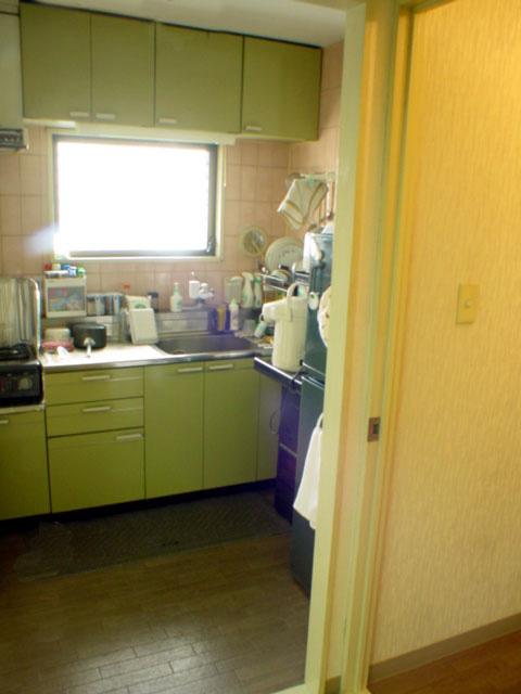 窓に食器乾燥機が掛かってしまうところを何とかカタチに!