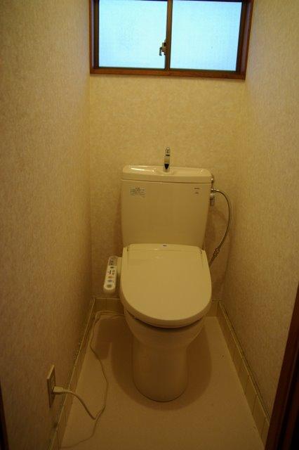 タイル床の古いトイレを新しく TOTOピュアレストでお掃除も楽に