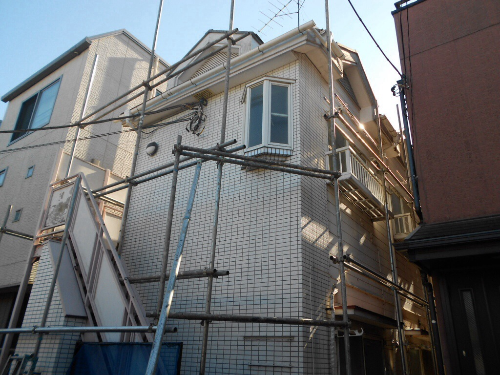 タイル壁の修理と外壁塗装リフォームをした事例。これで建物が長持ちします!