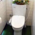 床がモザイクタイルの旧式トイレをお掃除簡単な新タイプにリフォーム