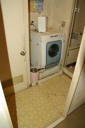 生活の跡の残る畳やじゅうたん、クッションフロア等を張り替え、装いを新たに