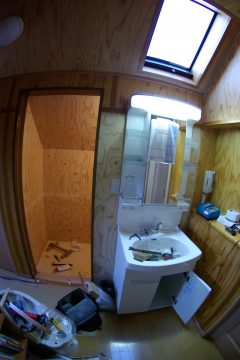 3階のトイレを改装、洗面台を新設します!