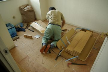 カーペット敷きの部屋をフローリングに一新