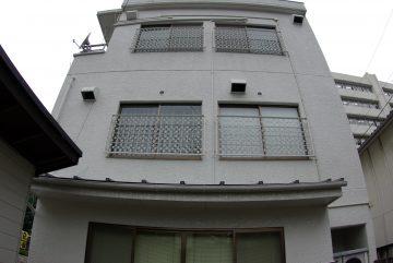 2階ベランダを増設 柱設置のためタイルを補修します