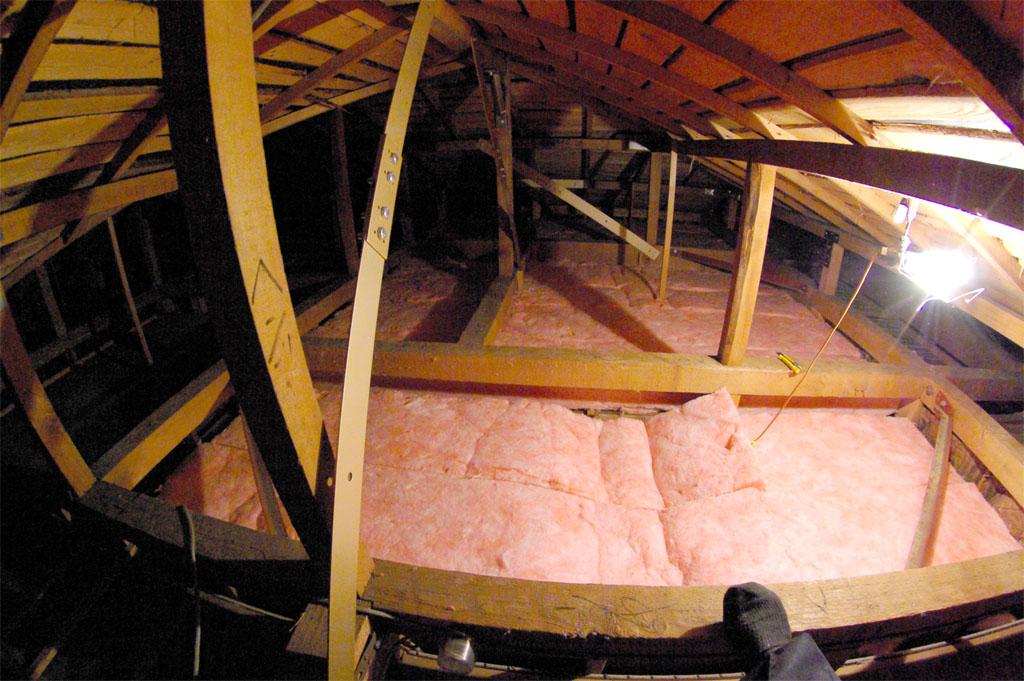 夏の暑さを防ぐ天井断熱リフォーム