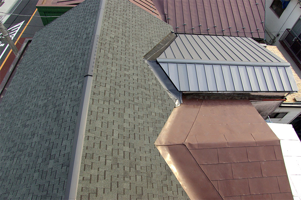 瓦葺きの屋根をアスファルトシングルに葺き替え