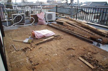 3階テラスのウッドデッキが台風で壊れた! 廃材撤去と新規ウッドデッキを施工