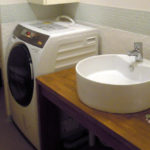 洗面室のカウンターを撤去し国産洗濯機置場を作る
