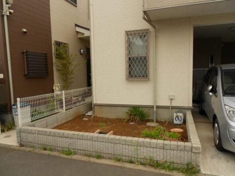 玄関前の庭を自転車置き場にリフォーム