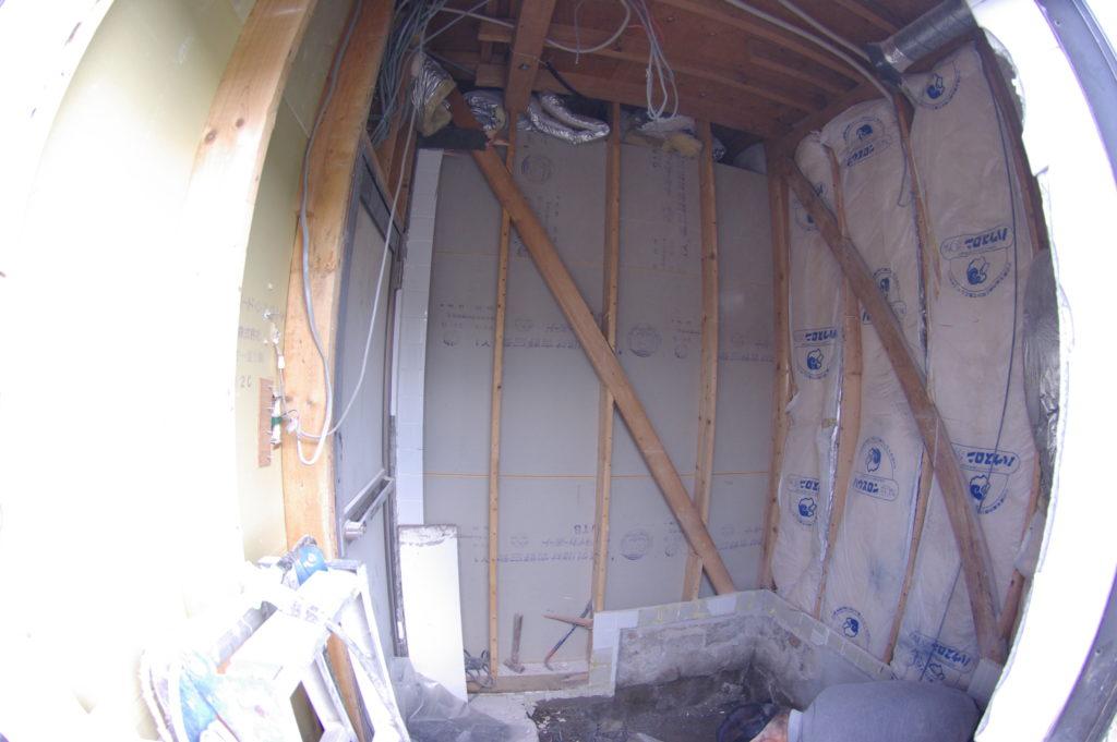 意外と多い浴室のシロアリ被害。一戸建て在来工法のお風呂をユニットバスへ!
