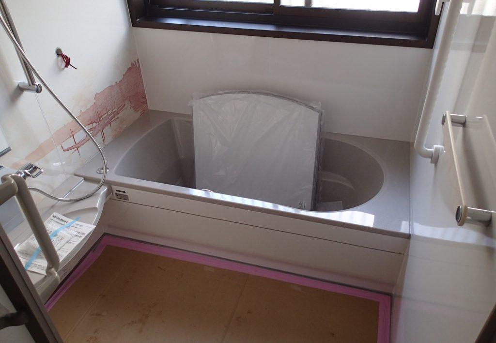 タイルにヒビが!在来工法のお風呂をリフォーム!