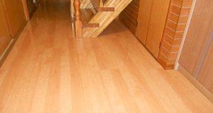 古くなった廊下の床を張替えて、明るい空間に!
