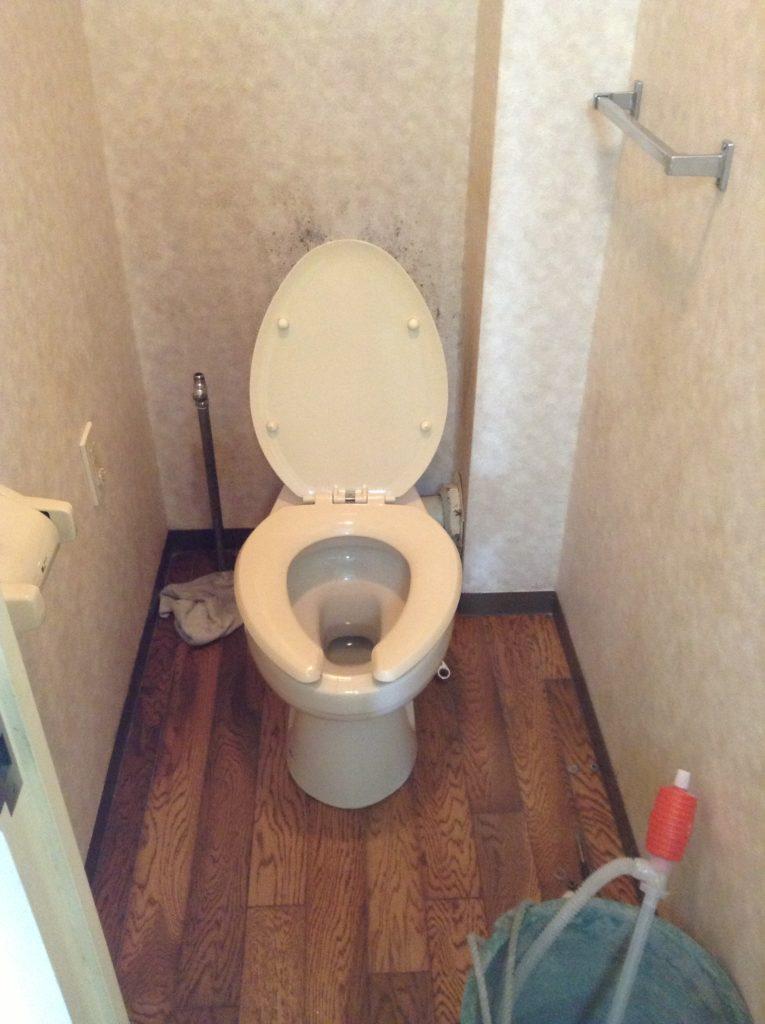 トイレのフローリングと便器をリフォームして快適スペースに