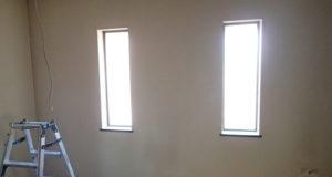 吹き抜けに光を取り込む窓を交換