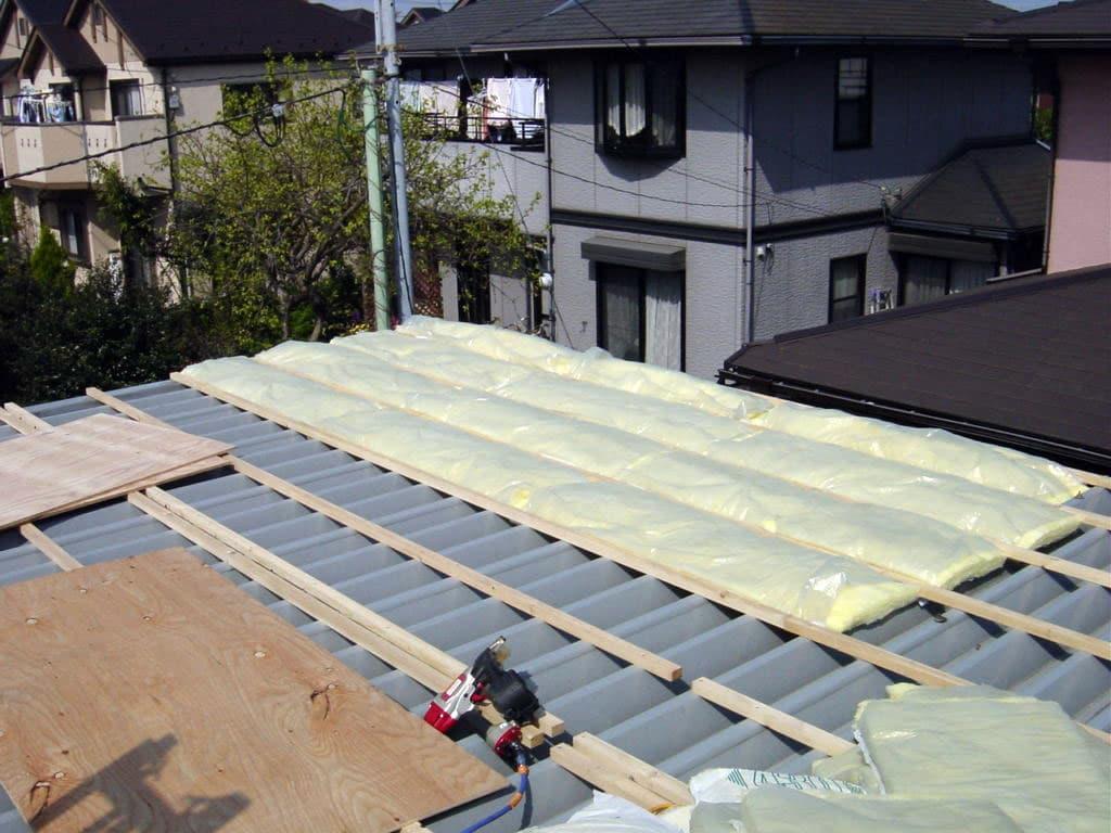 工場の屋根リフォーム 重ね葺きで断熱性をUP