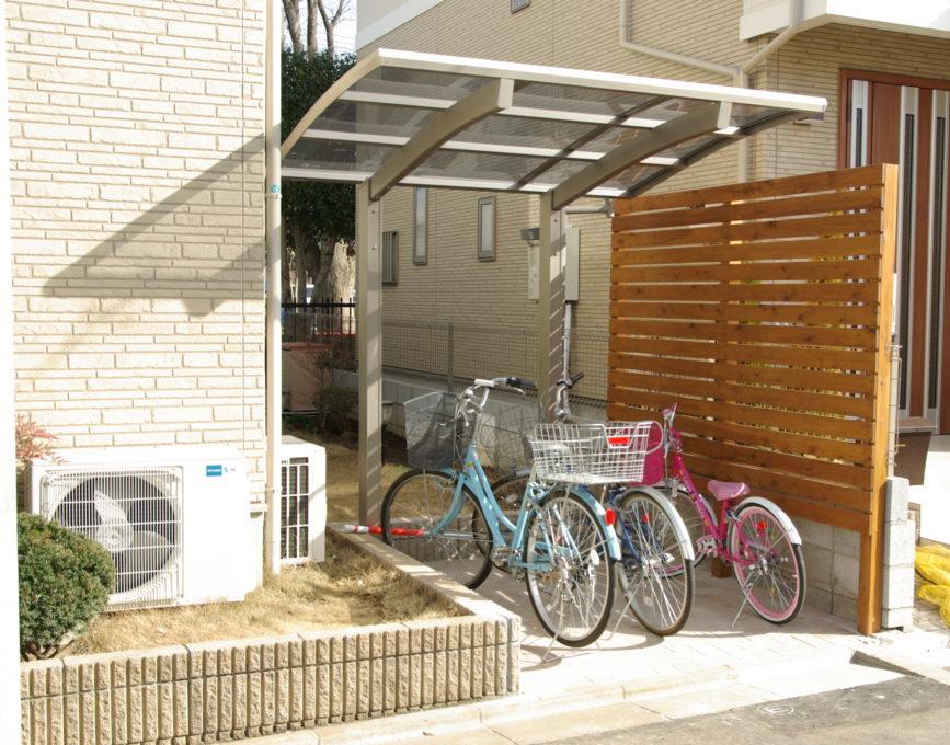 庭の一部を屋根付きの自転車置場にリフォーム