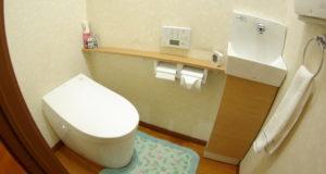 トイレのリフォームと同時にスリムな手洗い器を設置した事例