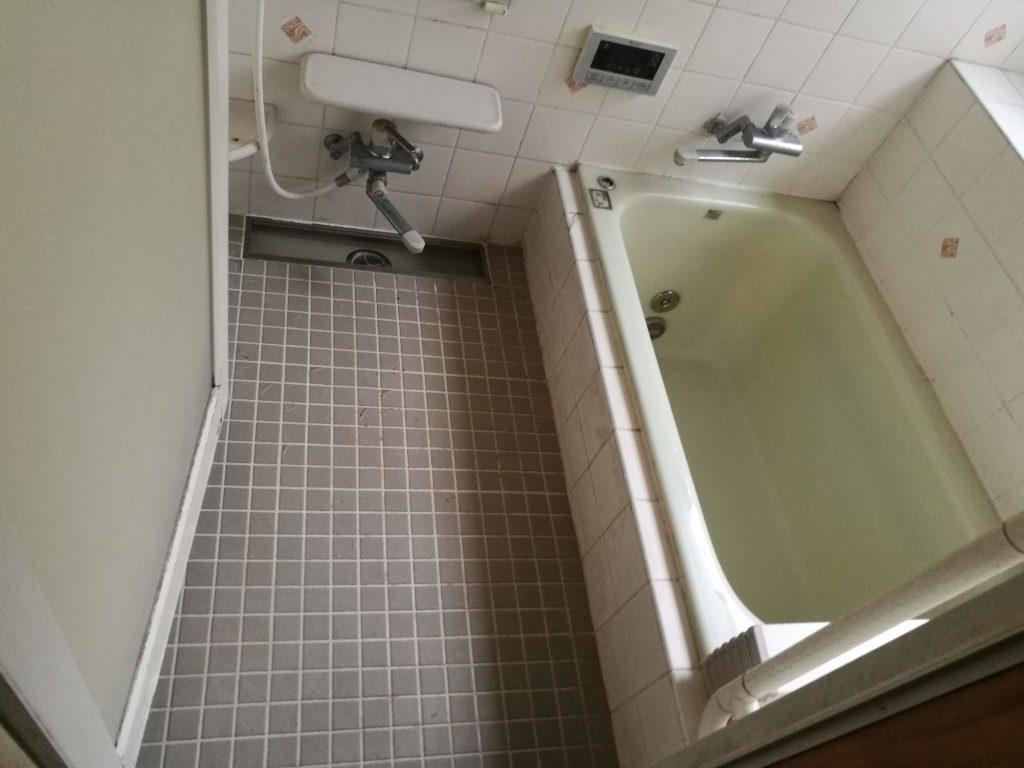 冷たいタイル床の浴室からTOTOシステムバスにリフォーム