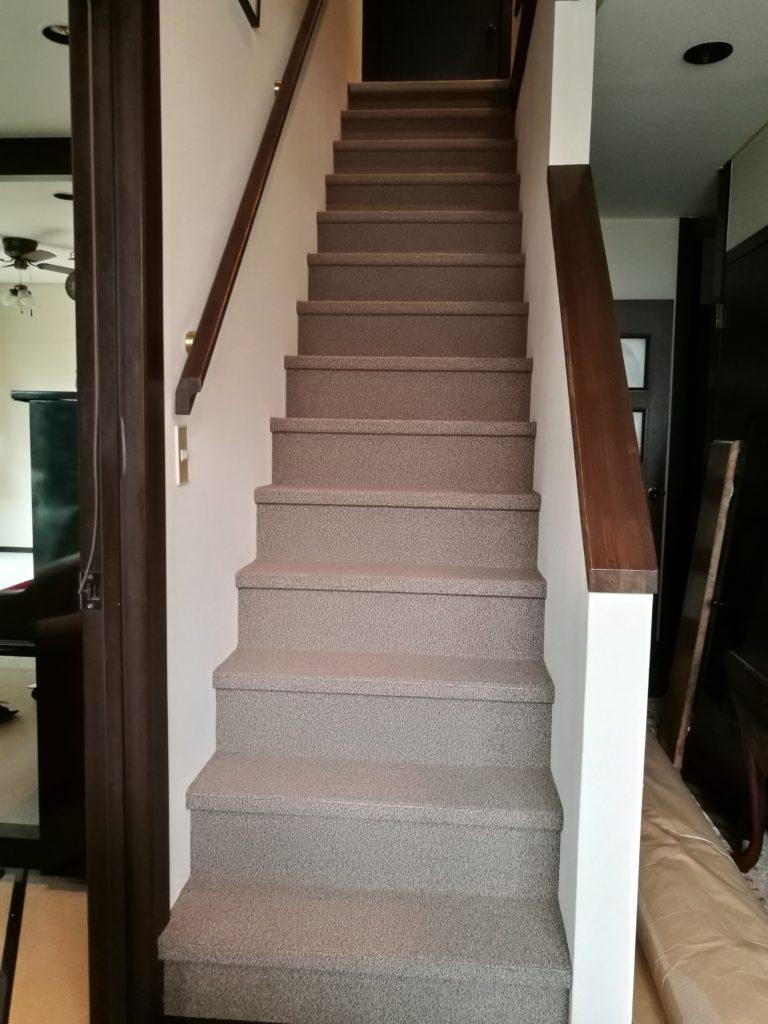 リビングと階段のじゅうたんを新しいものにリフォーム