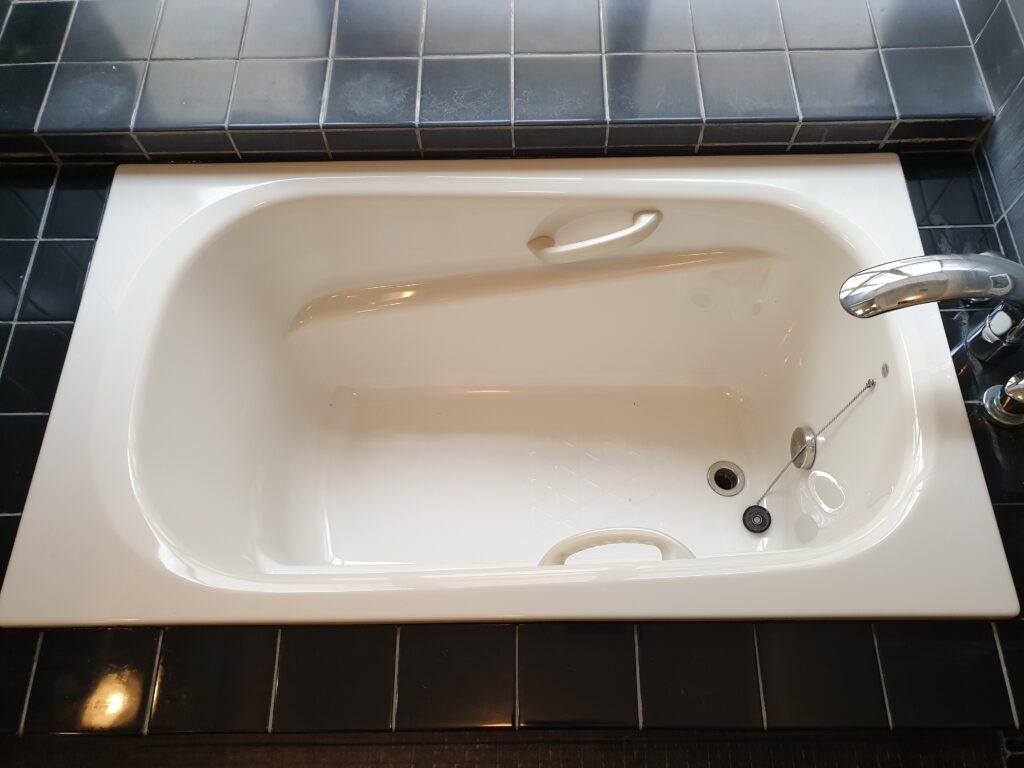 タイル張りの浴室の浴槽を交換リフォーム