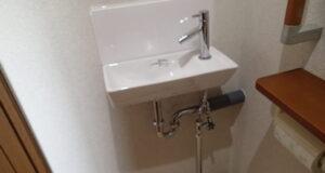 """<span class=""""title"""">2階のトイレに独立した手洗いを設置</span>"""