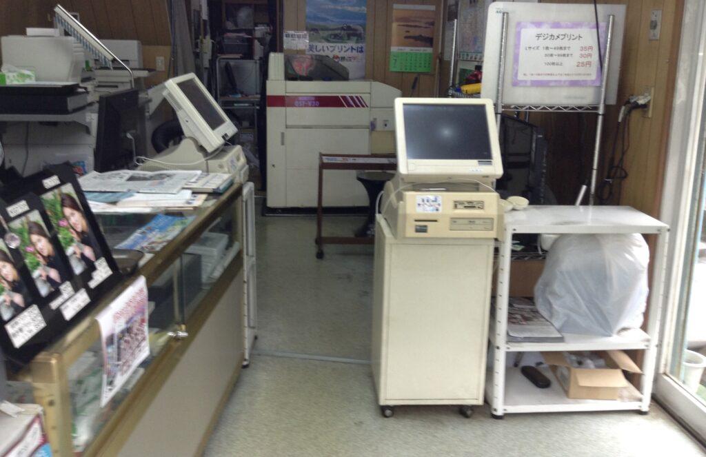 写真店の全面改修 店舗イメージを一新します