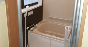 "<span class=""title"">在来工法の浴室をユニットバスにリフォーム</span>"