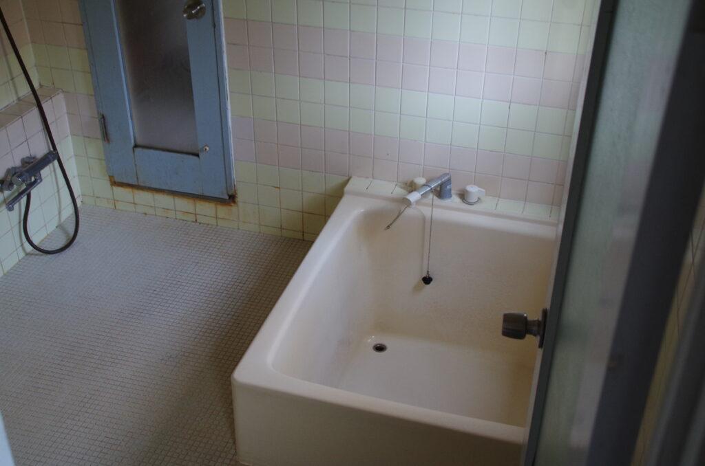 福祉施設の寮の浴室を5か所まとめてリフォーム