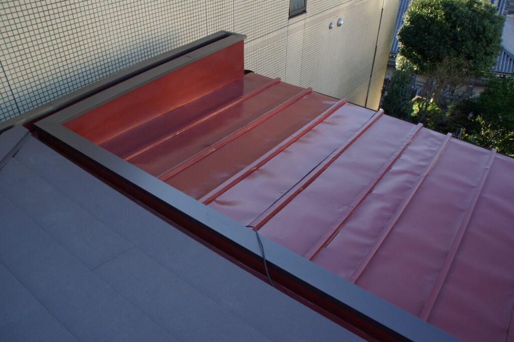 古くなった屋根をガルテクトカバー工法で真新しく