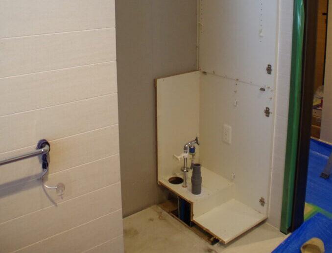 壊れたビルトイン洗濯機を撤去し、国産洗濯機置き場にリフォーム