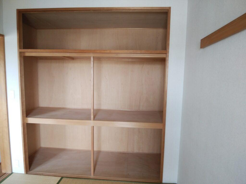 和室の押入れをクローゼットと廊下から使える収納棚へとリフォーム