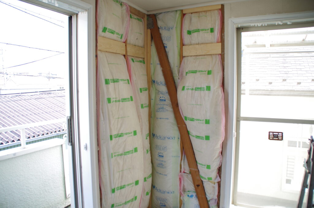 外気の影響を小さくするために家全体を断熱リフォーム