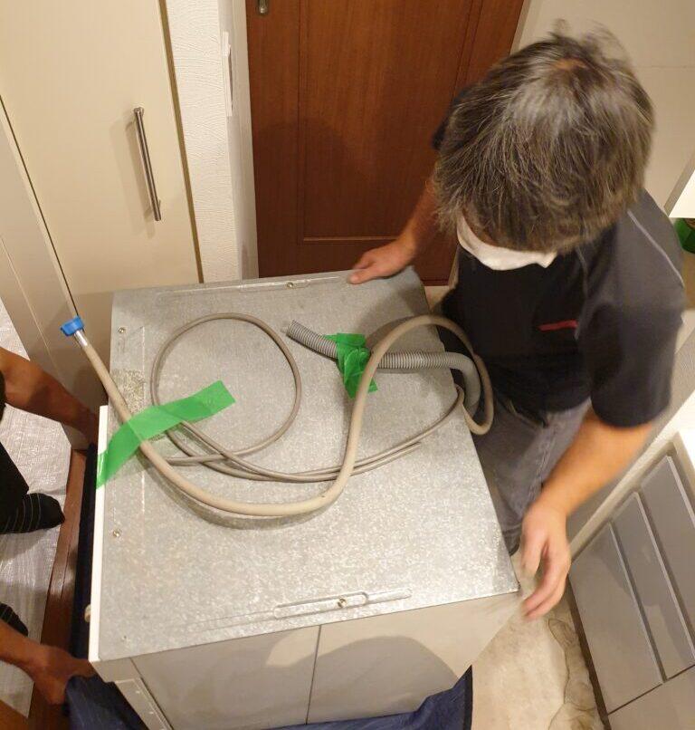 ビルトイン洗濯機置場に国産洗濯機を置けるようにリフォーム
